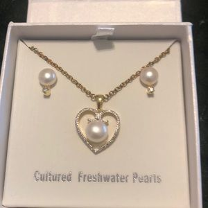 Cultured fresh water pearls necklace and earrings